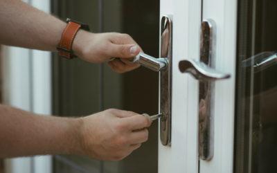 Frais de serrurier : qui du locataire ou du propriétaire doit payer ?